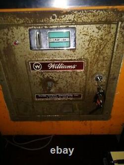 8 Ball pinball machine 1964 Williams Eightball