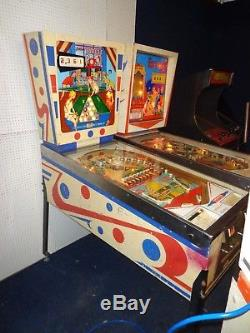 Gottlieb target pool pinball machine