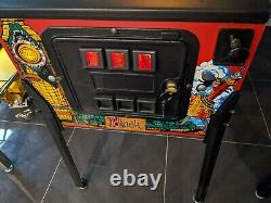 Hook Pinball Machine Data East Great condition. Man Cave