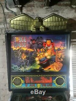 Judge dredd pinball machine Williams/Midway wide body flipper