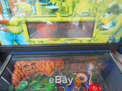 Pinball Machine. Gilligans Island. Bally